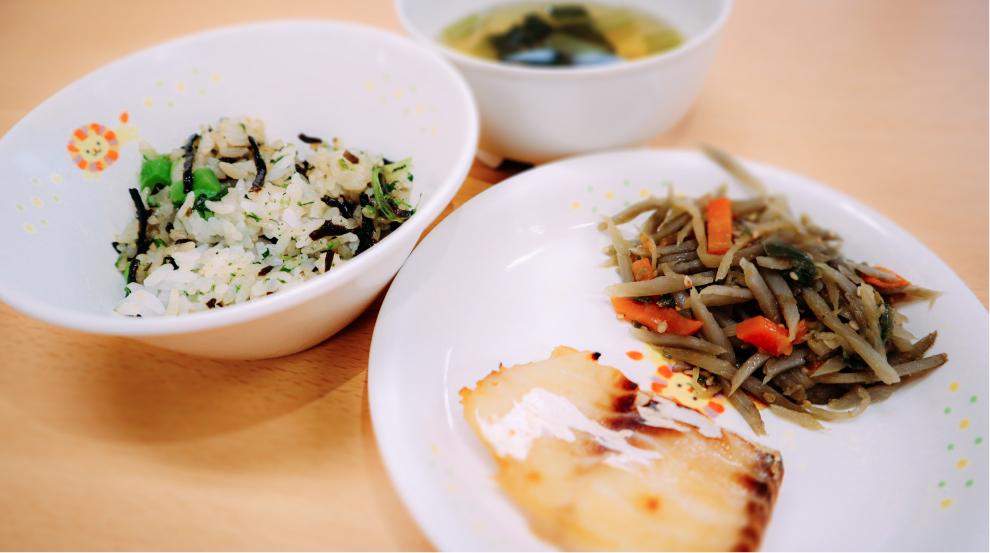 焼き魚 / お味噌汁 / 菜の花ごはん / きんぴらごぼう